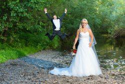 Die Hochzeitsfotos von Tanja und Matthias entstanden in einem Park in Mayen