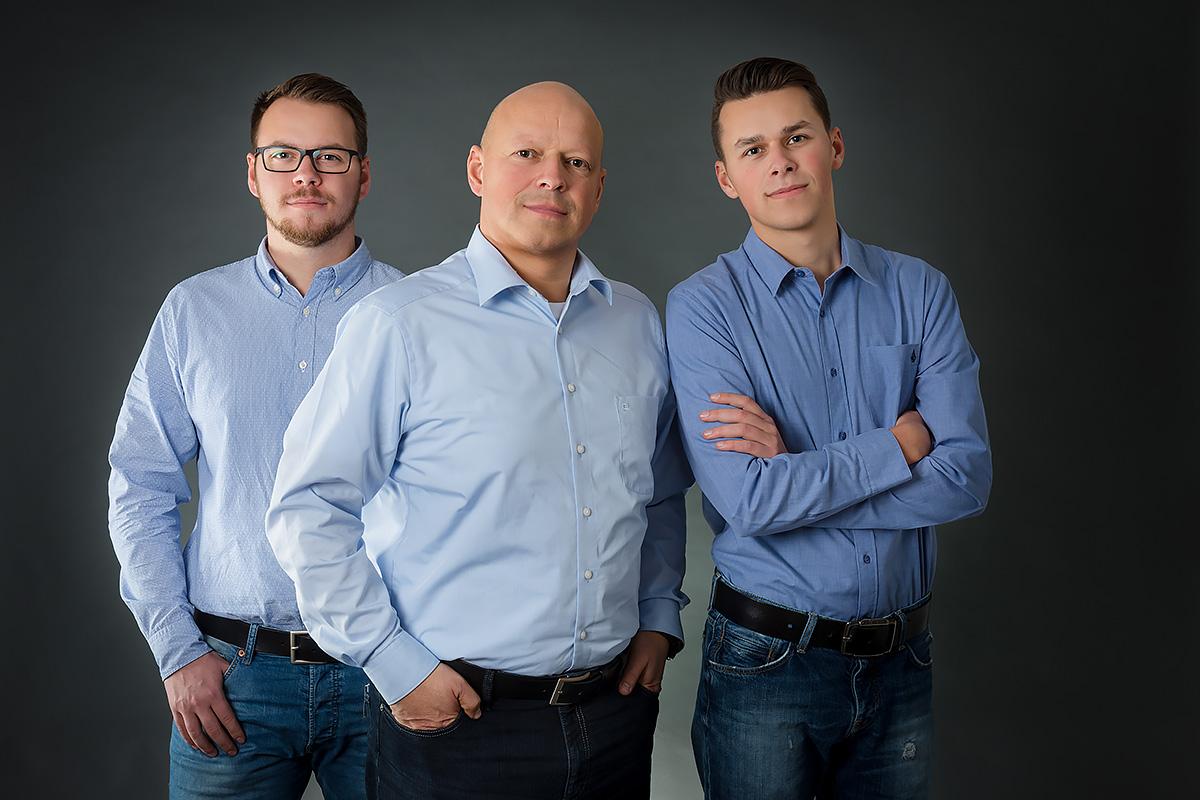 Familienfoto Vater mit Söhnen